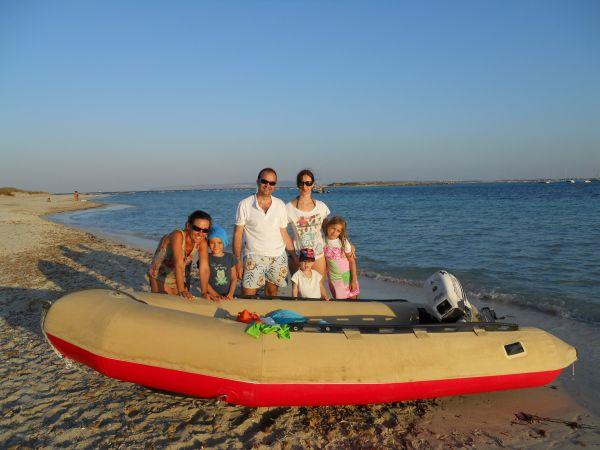 Atardecer en Formentera durante unas vacaciones en familia en nuestro velero.