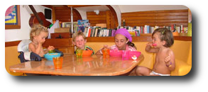 - Niños disfrutando de la cocina -