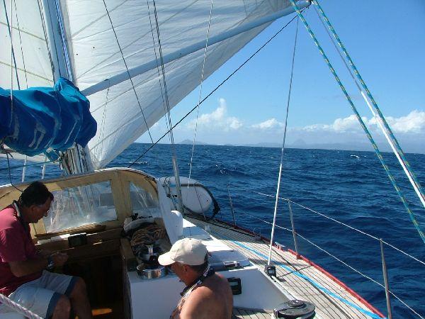 ¡Tierra a la vista! Ultimo día de la travesía hacia el Caribe, momento de recapitular los casi 20 días vividos en el mar. En un mundo de prisas, volvemos a descubrir el placer de la lentitud