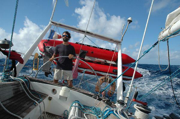 De nuevo Antonio a la rueda, en una veloz navegacion en aguas de Baleares.